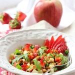 Insalatina primavera con lenticchie, mela e fragole