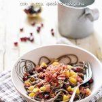 Soba noodles con zucca, speck e melagrana