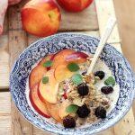 Overnight oatmeal alla frutta estiva e semi