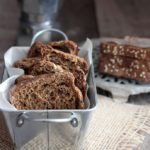 Fette biscottate al grano arso e pomodori secchi