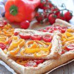 Torta salata integrale con pomodori e peperoni